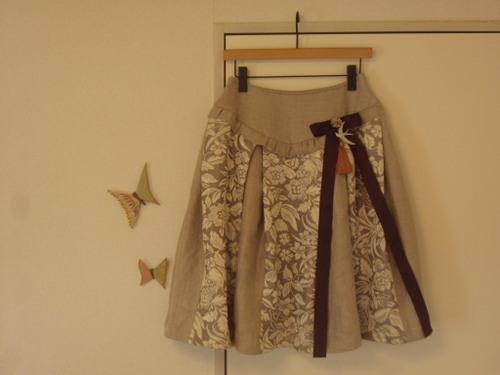 玉乗り娘のスカート