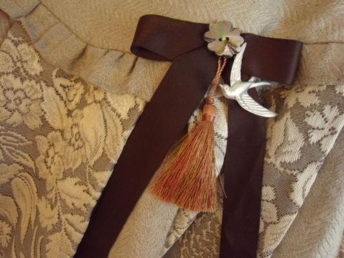 玉乗り娘のスカート ブローチ