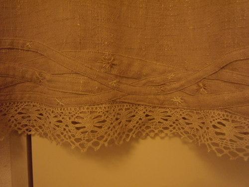 ブランコ乗りのチュチュスカート アンダースカートの刺繍