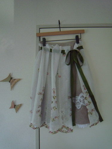 フランス刺繍オーバースカート付きスカート